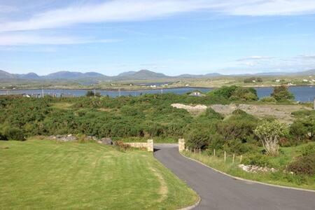 Roundstone, Connemara - Roundstone