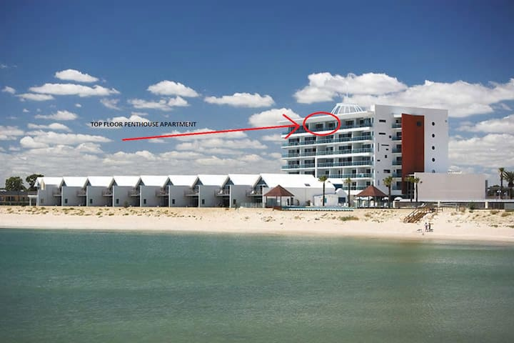 Premium 2 Bedroom Ocean View Penthouse, Top Floor - Mandurah - Huoneisto
