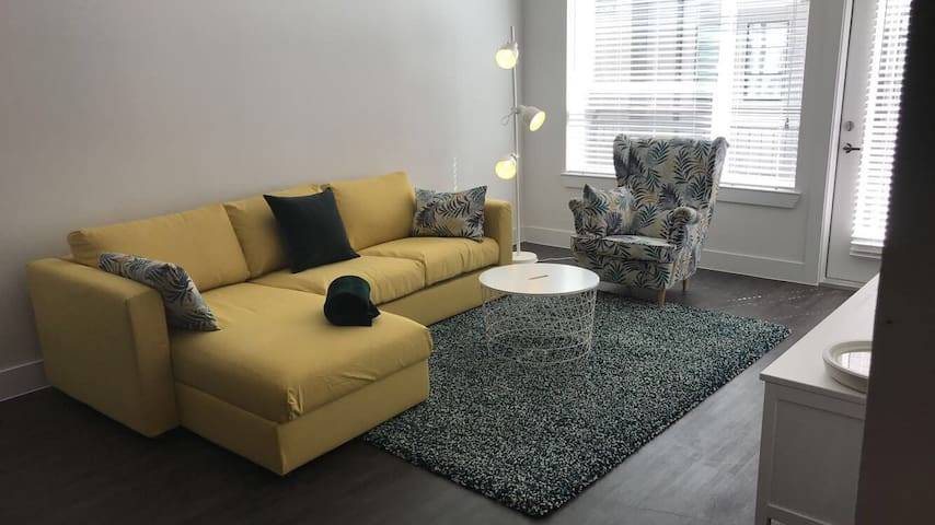 ONE LUXURY FLAT | EAST 6TH ST | PERFECT GET AWAY