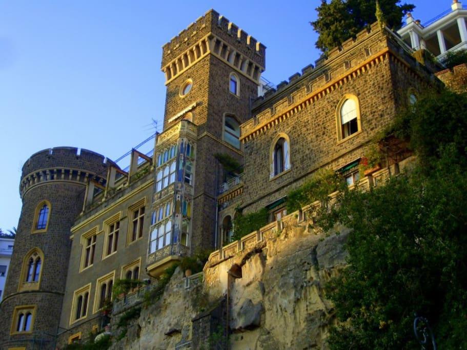 il nostro B&B è in uno dei castelli più belli di Napoli