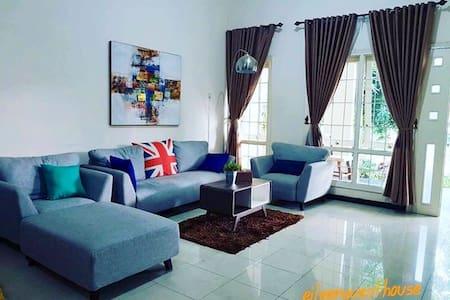 Guest House Harian dekat STIFAR Semarang