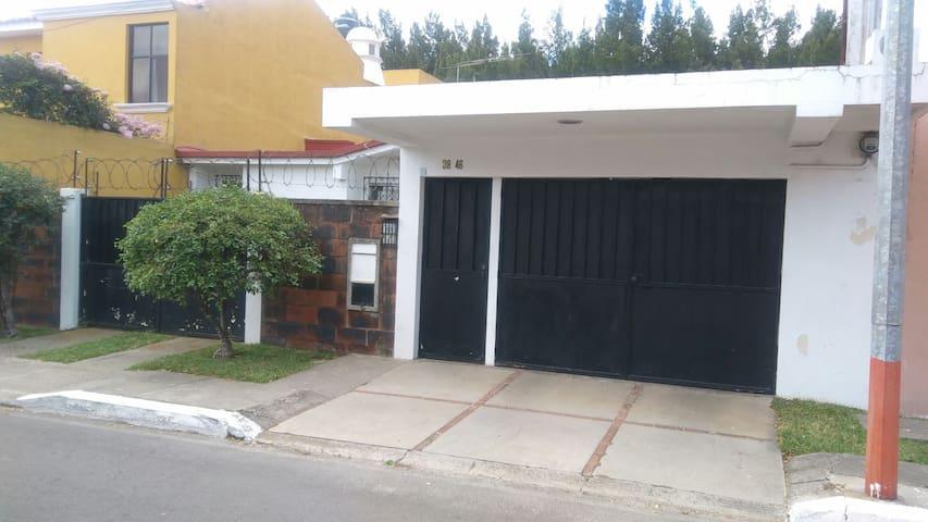 Hermosa y segura casa en Villa Sol - Colonia Villa Sol - Hus