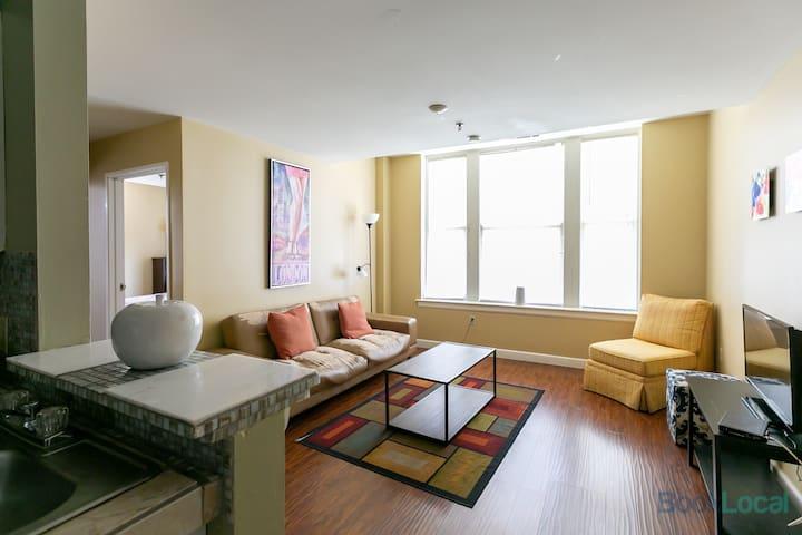 Converge –2 BR 1212 – Cozy Downtown Apartment