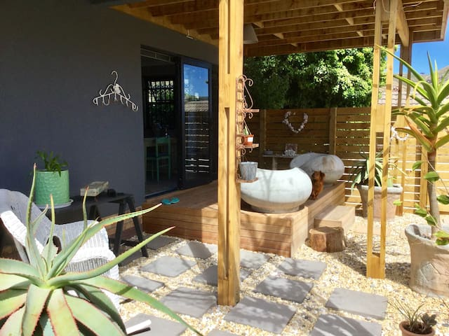 2 COMPASS COTTAGE stylish living. - Cape Town - Bungalow