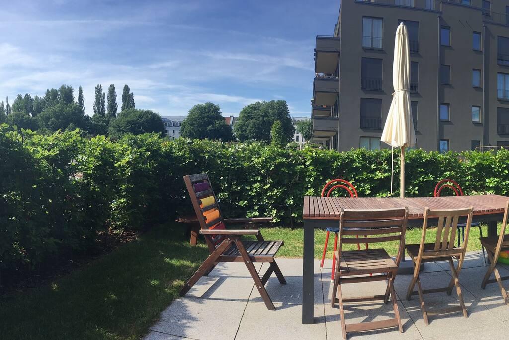 Eine einladende Terrasse mit toller Aussicht