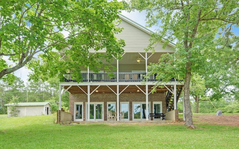 Lakefront home on Lake Hartwell, Sleeps 12!