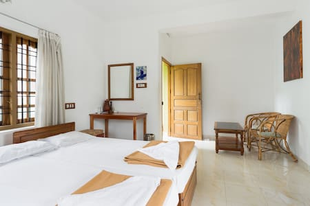 A private room for two adults at Oriole Homestay