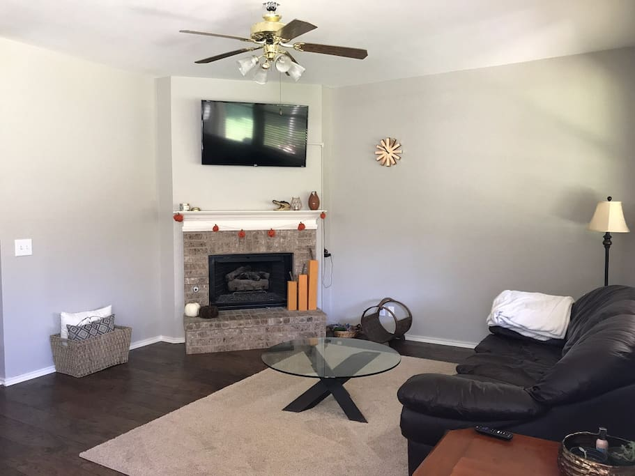 Living room with netflix and gas fireplace