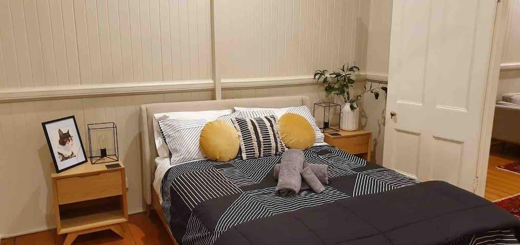 Main bedroom (includes ensuite)