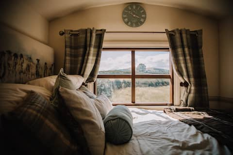 Traditional shepherd's hut with views to Skiddaw