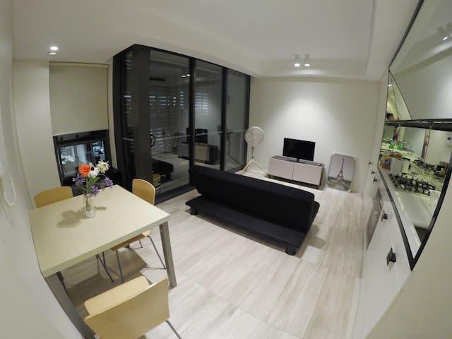 Superb Living In The Heart Of Sydney CBD!! - Haymarket - Flat