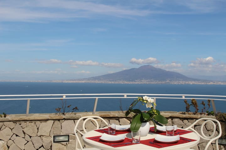 MiraSorrento, amazing view on the Gulf of Naples