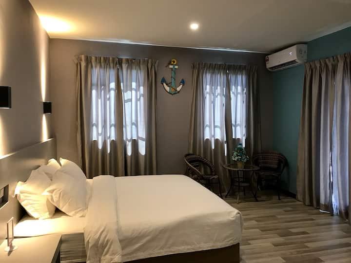(ANG LEE HOLIDAY)King Bed+Balcony 特大床+阳台+卫生间+早餐