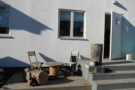 Familyfriendly apartment with nice outdoorspace. - Täby - Wohnung