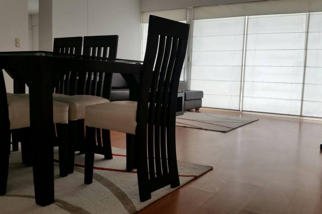 Salle à manger (table pour 6 personnes)