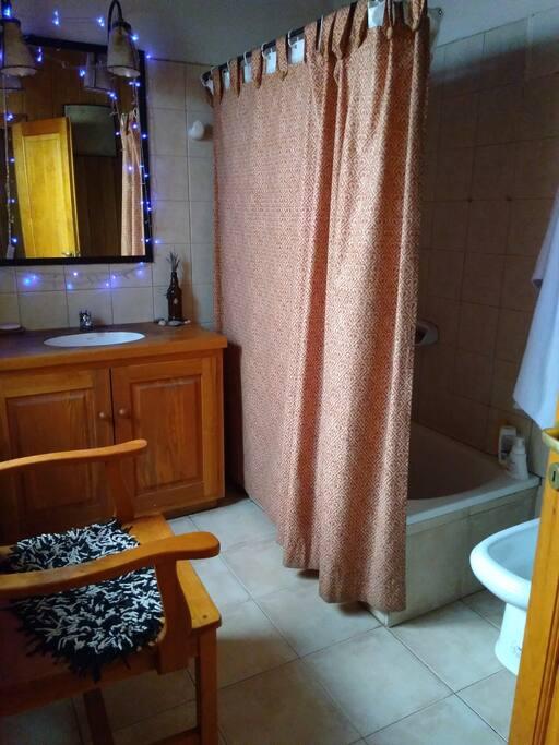 baño completo compartido
