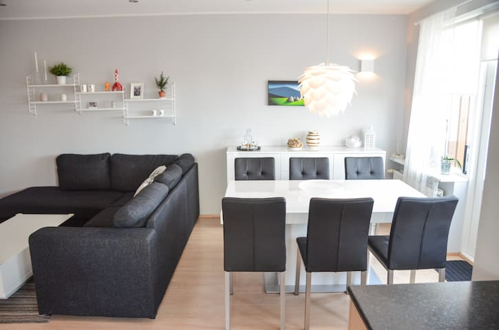 Elegant, modern and family friendly apartment - Garðabær - Apartment