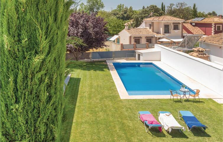 Holiday cottage with 4 bedrooms on 460m² in Ronda