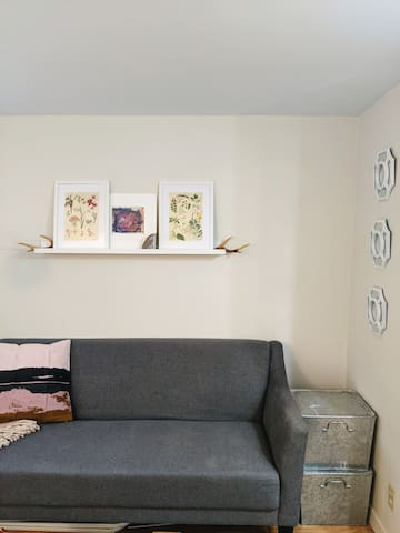 Minimalist Sackville suite