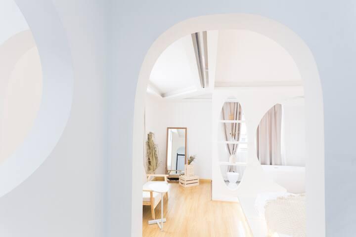 【域间·极】INS主题民宿|浴缸投影|黄兴步行街旁|近五一广场|古街极简民宿