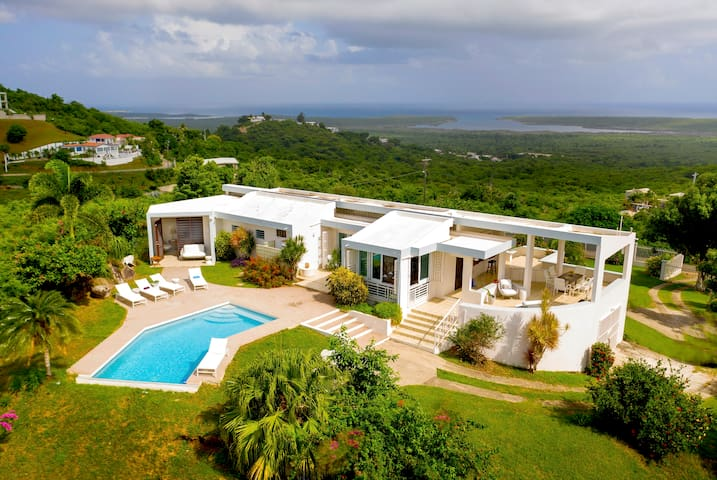 Casa Cumbre - Newly remodeled, Views, and Pool