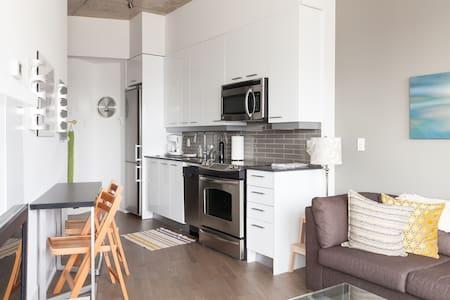 Stay in a Distillery District Condo - Toronto - Condominium