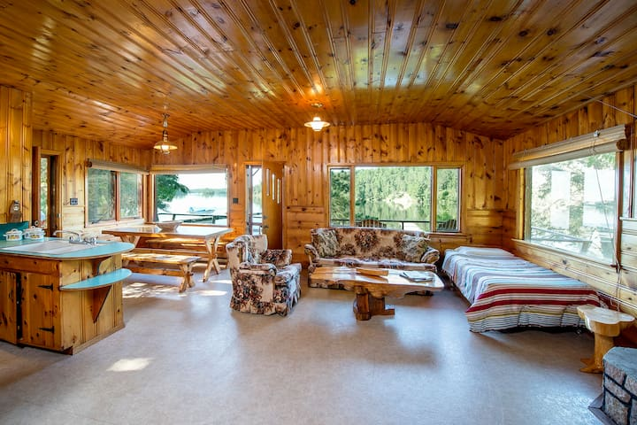 Lakefront Cabin with Rock Fireplace
