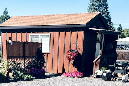 """Tiny House"" Centrally Located In Redmond"