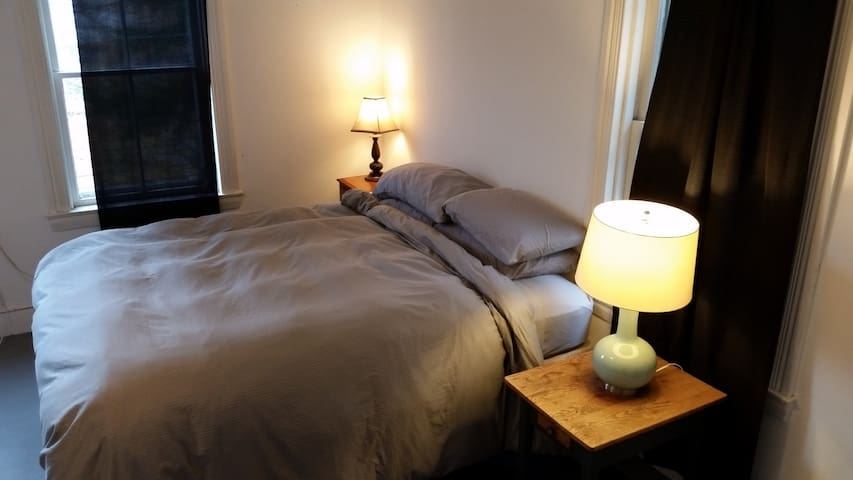Generous and cozy downtown apartment - Montpelier - Casa
