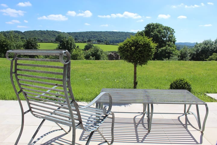 Quiet Cotswold Luxury Barn - stunning views