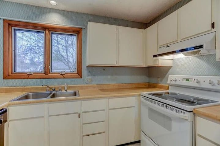 Quiet home with well-equipped kitchen