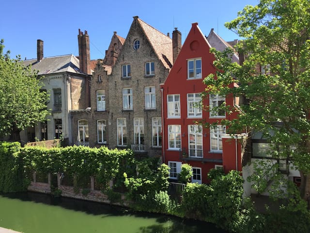 NEW: private deluxe room in the heart of Bruges