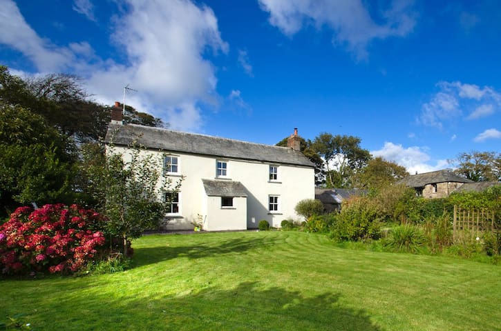 Beautiful Cornish Farmhouse - Bodmin