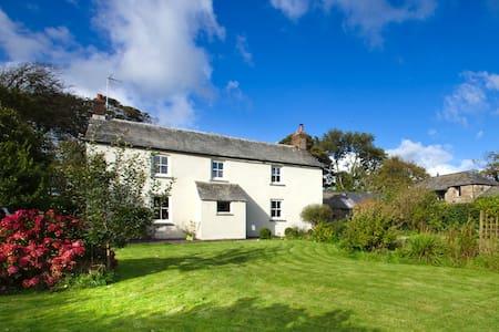 Beautiful Cornish Farmhouse - Bodmin