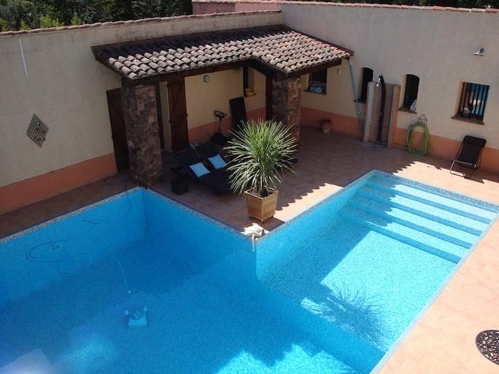 Appart dans villa avec piscine chauffée