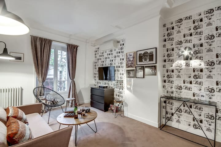Classic bright Parisian apt in Saint Germain