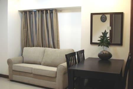 EDSA MRT QC 2bdrm Condo Loft  - Appartement