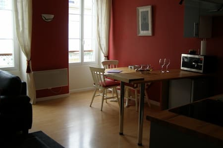 Holiday/house hunters apartment - Appartement