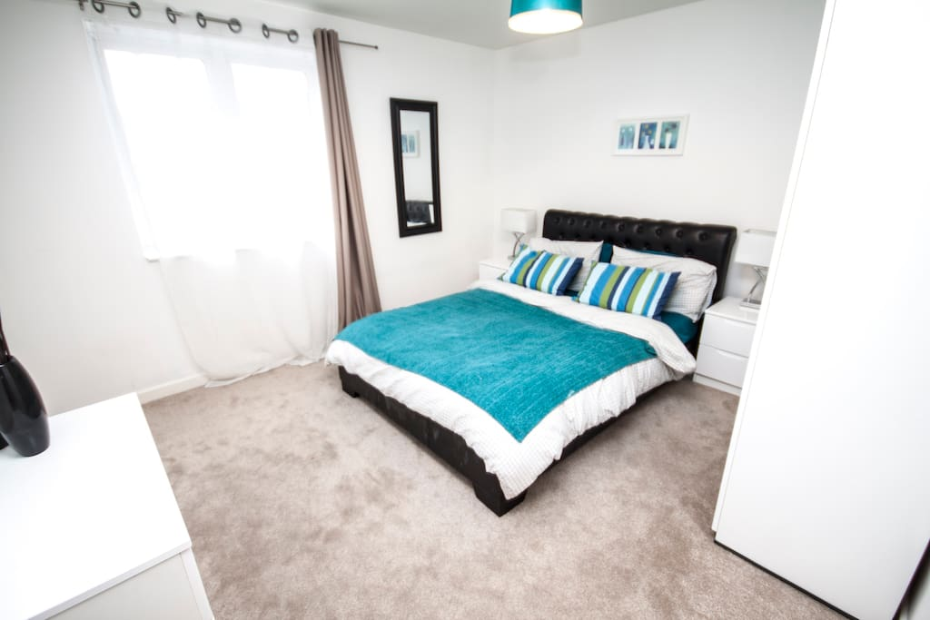 Clean spacious en-suite bedroom