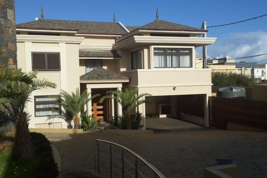 Villa 4 chambre avec piscine maisons louer flic en for Campement a louer a flic en flac avec piscine