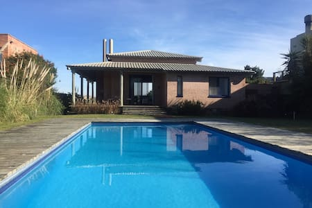 Hermosa casa frente al mar - Punta Ballena - House