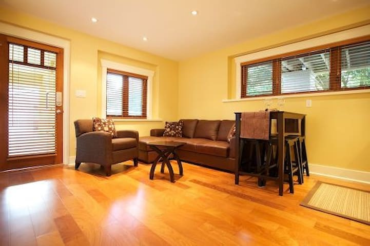 2 bed Garden Suite walk to beach and amenities - West Vancouver - Apartmen