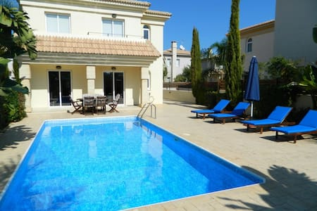 Blue Water Bay Villa, Kapparis - Paralimni - Villa