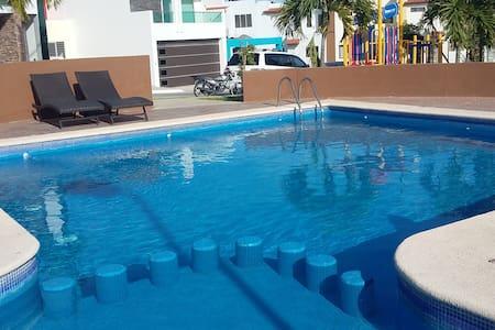 Casa en privada con alberca. Hacienda el Seminario - Mazatlán - House