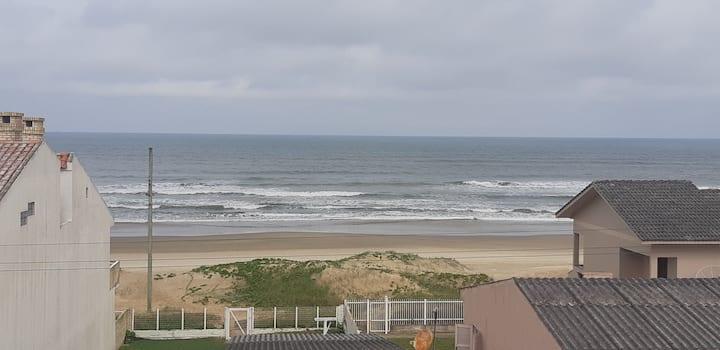 Apto. de 2 qto. a beira mar, todo equipado.