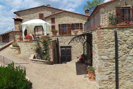 Ex Castle in Tuscany near Volterra - Slott