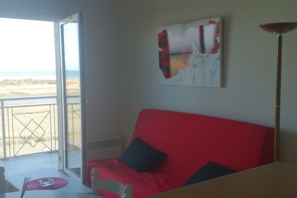 Duplex face la mer avec piscine et grand balcon flats for Camping dives sur mer avec piscine