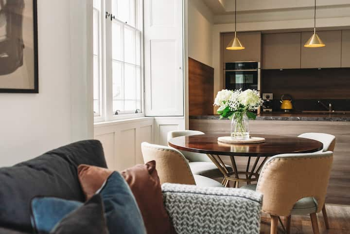 Beautiful, stylish ground floor Georgian apartment