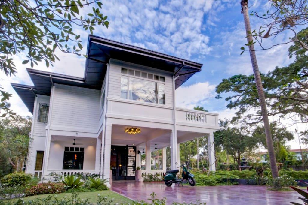 The Henry Hotel Manila - Main House