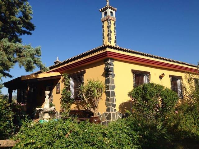 CHALET MUSEO DE ARTES Y COSTUMBRES - Villanueva del Rosario - Alpstuga